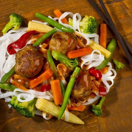 Thaï meatballs on rice noodles Asiatique Saveurs Santé  Individual Portions